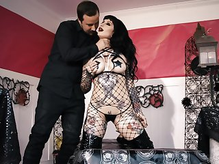Goth bitch Jessie Lee gives her head and gets fucked hard