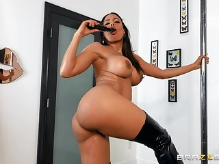 Stacked Luna Star shows off on the pole, and it's more than worth a look