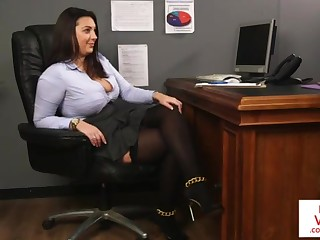 Office honey teaches slave bonking partner to masturbate