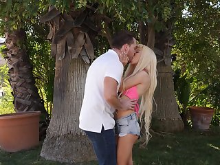 Flexible Kenzie Reeves enjoys an afternoon fuck outside